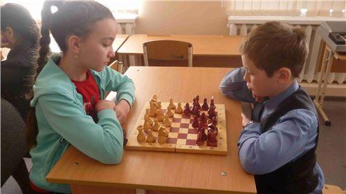 Финальные соревнования по шахматам и пионерболу.